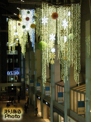 2012年の丸の内オアゾのクリスマスイルミネーション